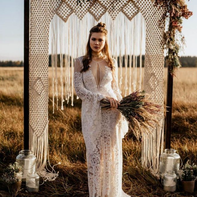 Folksy Elopement Inspiration in Munich _ Junebug Weddings